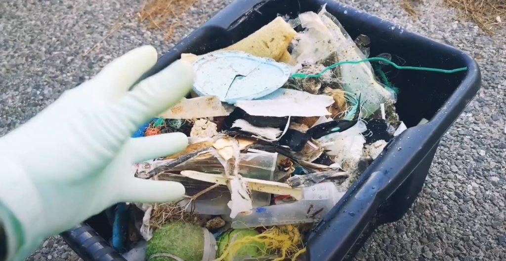 Au bout d'une heure de ramasse de déchets sur la plage